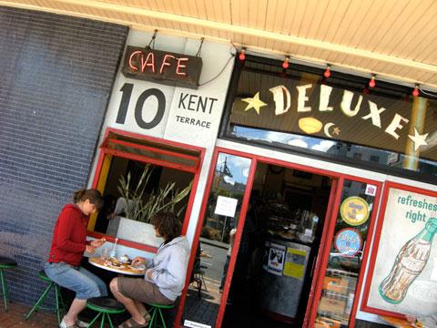 De Luxe cafe, Kent Terrace, Wellington. (A-MAZE-ing cupcakes.)